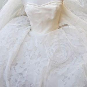 COPY - Vera Wang Hannah Wedding Dress size 8